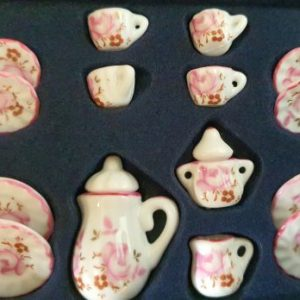 servies oud roze