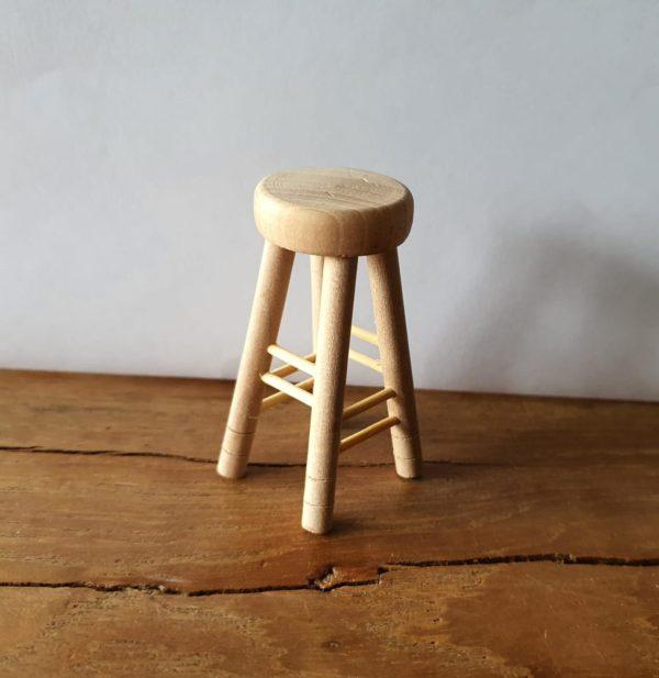 Poppenhuis barkruk blank hout