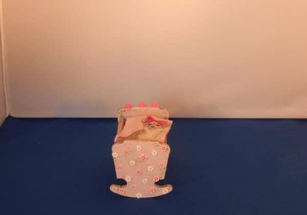 Kinderbedje old pink met chihuahua deken