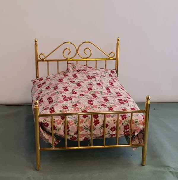 Poppenhuis bed messing