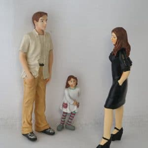 kind met ouders poppenhuis